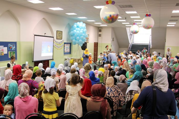 В честь Рамадана детей отправили на воздушном шаре