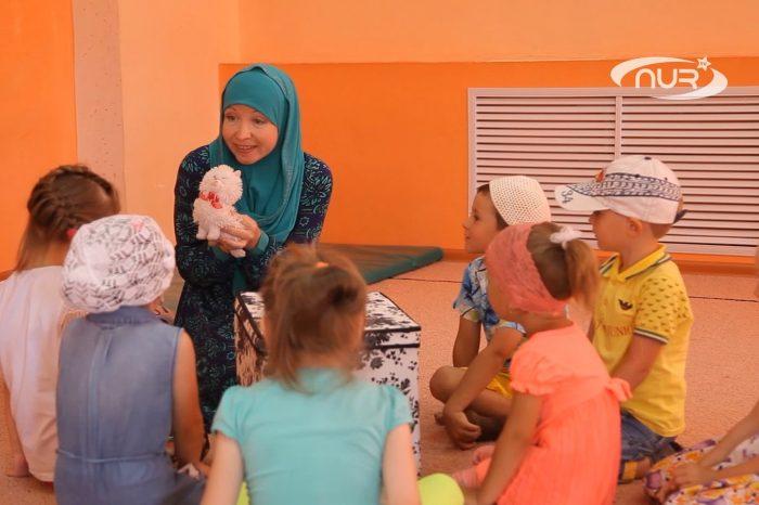 Дети в сельском досуговом центре говорят на 4 языках