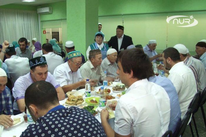 Семья саратовского мецената угостила постящихся