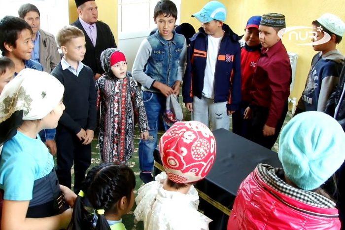 Советские дети учатся совершать Хадж