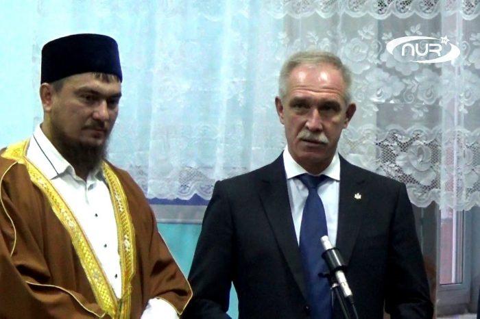 Губернатор встретил Курбан-байрам в мечети