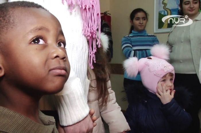 Дети беженцев получили подарки от мусульман