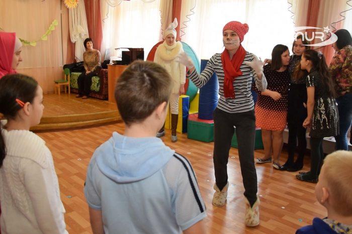 Волонтеры фонда «Садака и закят» устроили спектакль для сирот