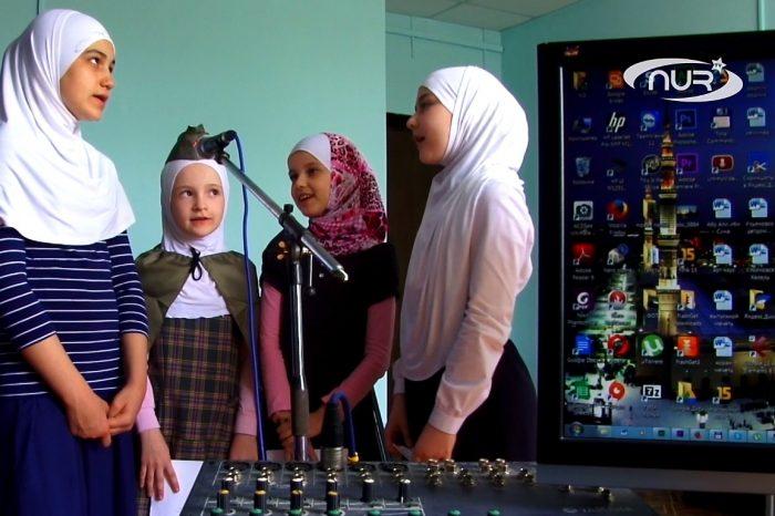 Юные мусульманки спели знаменитую песню «Журавли»