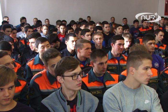 Заммуфтия призвал студентов выйти на зарядку с чемпионом
