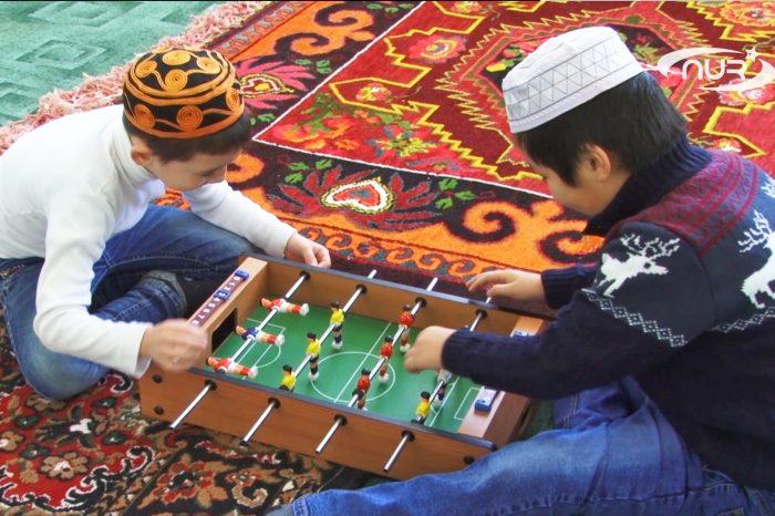 Участники конкурса Корана сыграли в хоккей