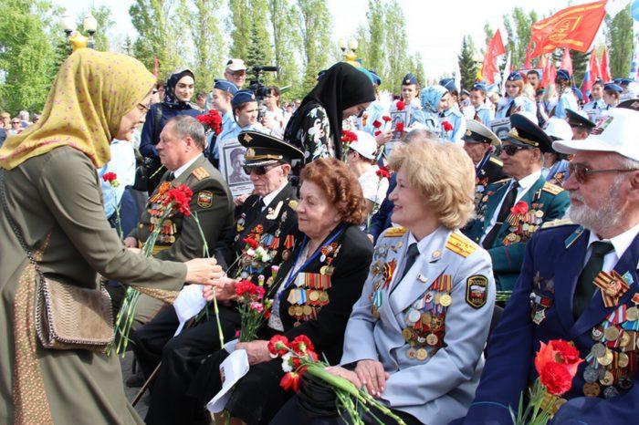 Мусульмане поздравили ветеранов ВОВ с праздником