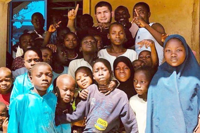 ТОП-5: Нурмагомедов напоит африканцев, ребёнок отжался 4105 раз, а в бассейнах запрещают буркини