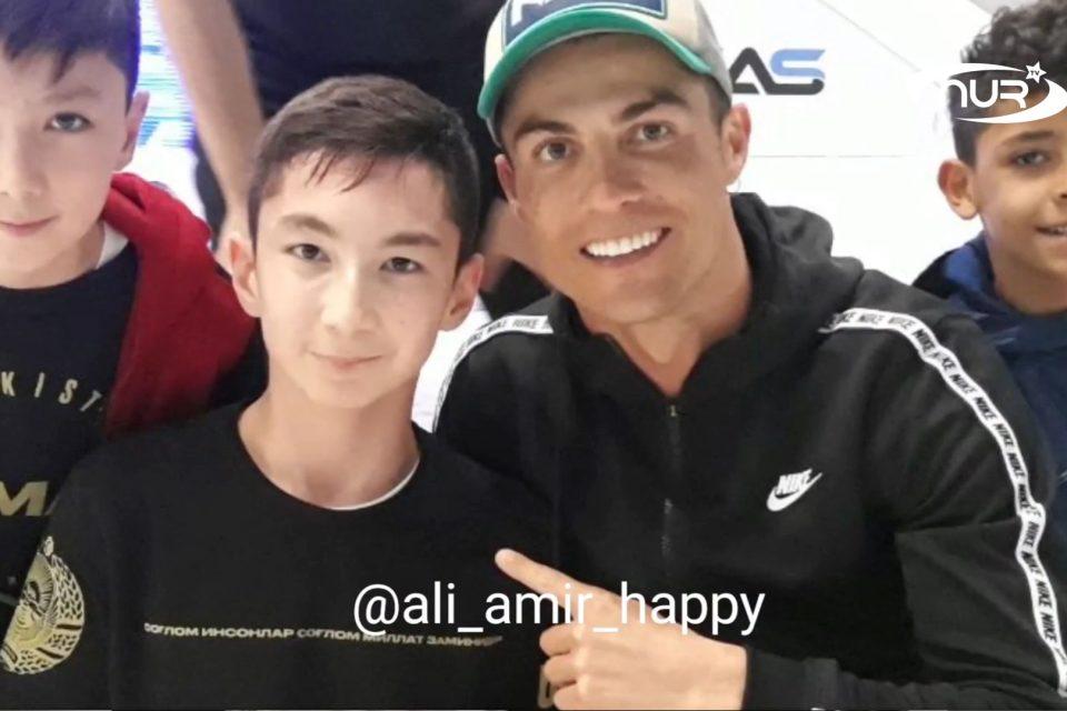 Хабиб познакомил безногого мальчика с Криштиану Роналду