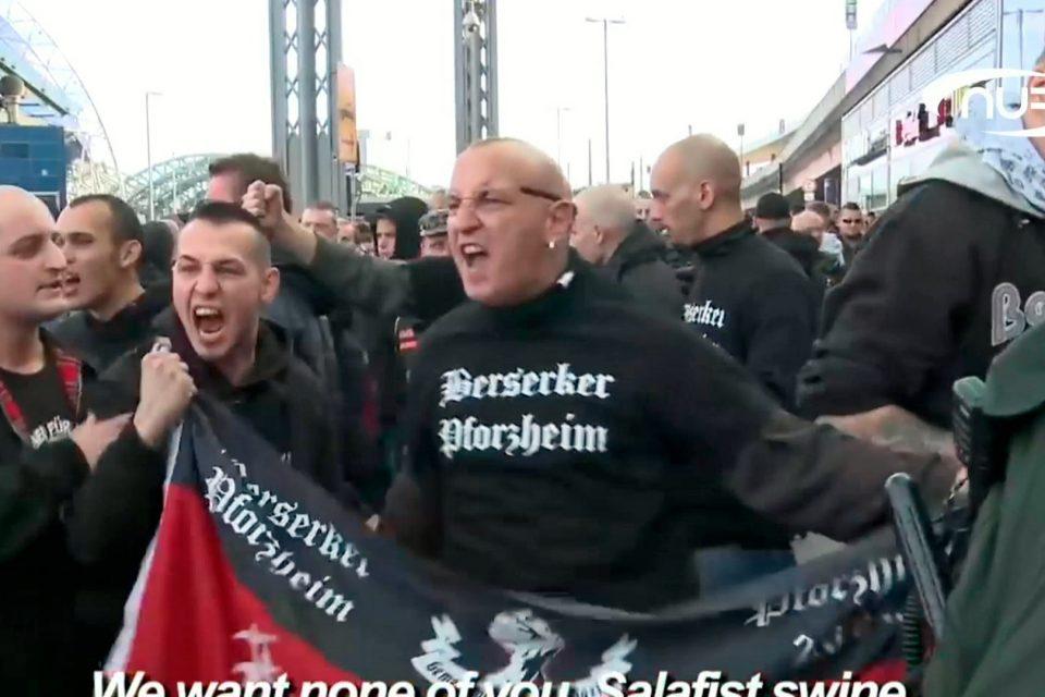 В Германии каждую неделю нападают на мечеть