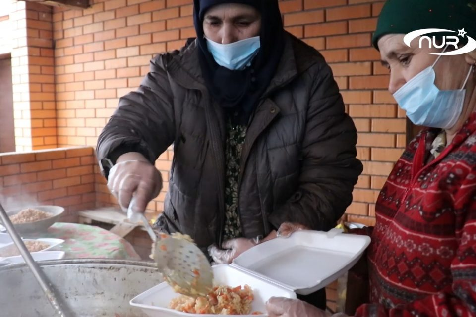 Таджики устроили врачам горячий дастархан!